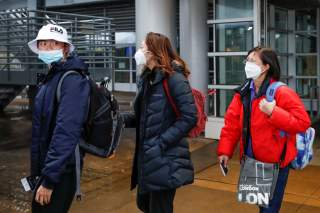 Passengers wearing masks, amid the health threat of novel coronavirus, arrive on a direct flight from China at Chicago's O'Hare airport in Chicago, Illinois, U.S., January 24, 2020. REUTERS/Kamil Krzaczynski
