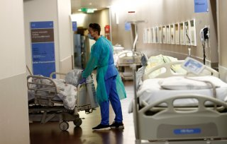 A staff moves a patient during a media visit of the Swiss Army deployment at Pourtales Hospital during the coronavirus disease (COVID-19) outbreak in Neuchatel, Switzerland, March 25, 2020. REUTERS/Denis Balibouse