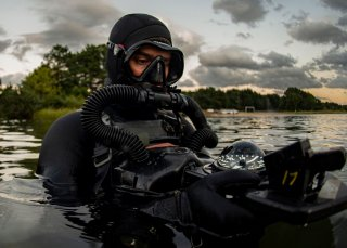 https://www.dvidshub.net/image/5774551/military-dive-operations