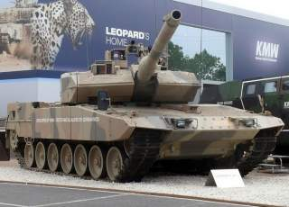 By Leopard_2_A7_(6713926623).jpg: AMB Brescia from flickrderivative work: High Contrast - This file was derived from:Leopard 2 A7 (6713926623).jpg:, CC BY 2.0, https://commons.wikimedia.org/w/index.php?curid=21745836