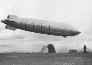 By NASA Ames Resarch Center (NASA-ARC) - Ames Imaging Library System, image A91-0261-26. Image link.Originally uploaded to English Wikipedia as en:Image:Zeppelin.jpg on 20 July 2002 (Automated conversion), Public Domain, https://commons.wikimedia.org/w/in