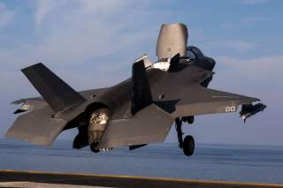 By Official U.S. Navy Page from United States of AmericaLance Cpl. A. J. Van Fredenberg/U.S. Marine Corps Photographer/U.S.M.C. - An F-35B Lightning II takes off from USS Essex (LHD 2)., Public Domain, https://commons.wikimedia.org/w/index.php?curid=75662