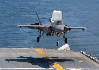 (U.S. Navy photo by Mass Communication Specialist 1st Class Jeremy Starr)