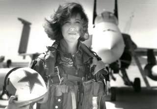 https://en.wikipedia.org/wiki/Tammie_Jo_Shults#/media/File:Tammy_Jo_Shults.jpg