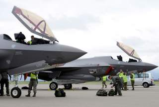 https://www.dvidshub.net/image/5514689/norwegian-f-35-maintainers-turn-american-jets-historic-first-visit