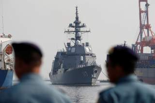 Indonesia Navy officers stand by as the Japan Maritime Self-Defense Force destroyer JS Suzutsuki (DD 117) arrives as part of an Indo-Pacific tour at Tanjung Priok Port in Jakarta, Indonesia, September 18, 2018. REUTERS/Willy Kurniawan