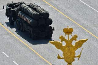 Russian S-400 Triumph/SA-21 Growler medium-range and long-range surface-to-air missile systems drive during the Victory Day parade at Red Square in Moscow, Russia, May 9, 2015. Russia marks the 70th anniversary of the end of World War Two in Europe on Sat