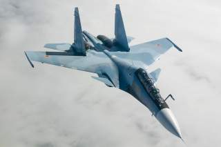 https://upload.wikimedia.org/wikipedia/commons/7/76/Sukhoi_Su-30SM_in_flight_2014.jpg