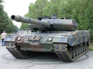 https://upload.wikimedia.org/wikipedia/commons/5/5d/Leopard_2_A7.JPG