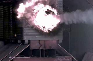 By US Navy - http://www.kanabona.com/kanabona/?q=industry_us_navy_electromagnetic_rail_gun_test_firing (direct link), Public Domain, https://commons.wikimedia.org/w/index.php?curid=3753379