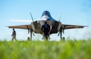 https://www.dvidshub.net/image/4822360/f-35-heritage-flight-team-performs-bell-fort-worth-alliance-airshow
