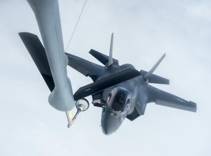 By Senior Airman John Linzmeier - https://www.dvidshub.net/image/3228925/909th-ars-conducts-f-35-inaugural-refueling, Public Domain, https://commons.wikimedia.org/w/index.php?curid=57985562