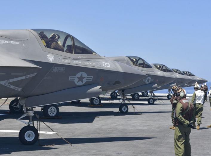 (U.S. Navy photo by Mass Communication Specialist 3rd Class Benjamin F. Davella III)