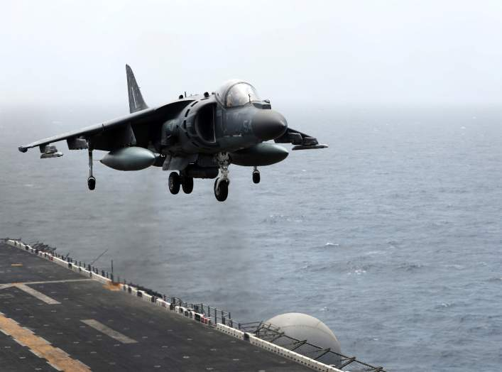 A U.S. AV-8B Harrier aircraft lands on the flight deck of USS Boxer (LHD-4) in the Arabian Sea off Oman July 17, 2019. Picture taken July 17, 2019. REUTERS/Ahmed Jadallah