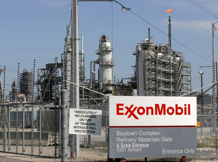 A view of the Exxon Mobil refinery in Baytown, Texas September 15, 2008. A big chunk of U.S. energy production shuttered by Hurricane Ike could recover quickly amid early indications the storm caused only minor to moderate damage to platforms and coastal