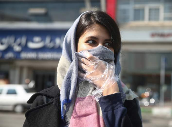 An Iranian woman wears a protective face mask, following the coronavirus outbreak, as she walks in Tehran, Iran March 5, 2020. WANA (West Asia News Agency)/Nazanin Tabatabaee via REUTERS
