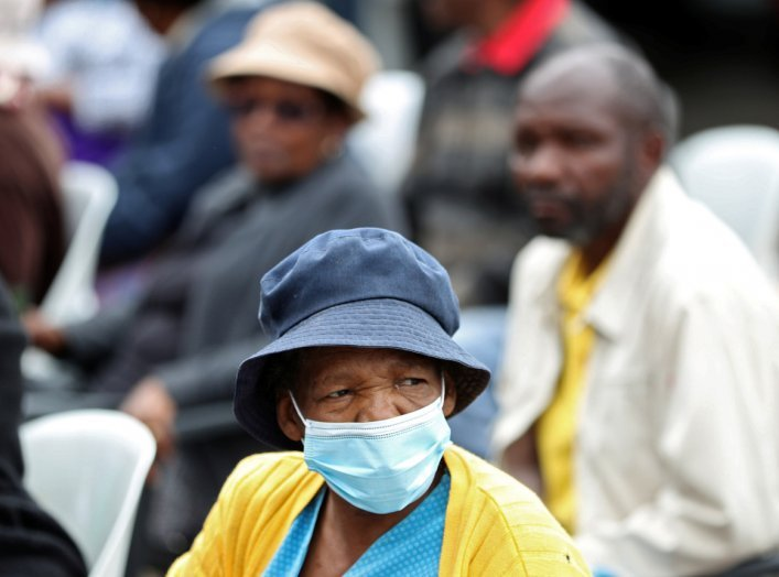 An elderly women looks on as she queues for government grants despite coronavirus risks during a 21 day nationwide lockdown, aimed at limiting the spread of coronavirus disease (COVID-19), in Soweto, South Africa, March 30, 2020. REUTERS/Siphiwe Sibeko