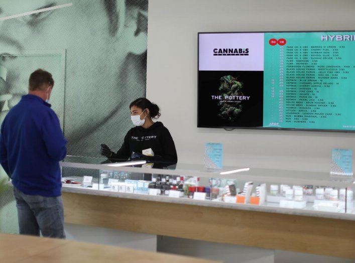 Ashlee Mason, 26, serves a customer at The Pottery Cannabis Dispensary, as marijuana deliveries increase amid the spread of the coronavirus disease (COVID-19), in Los Angeles, California, U.S., April 14, 2020. REUTERS/Lucy Nicholson