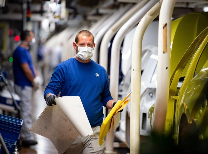Workers wear protective masks at the Volkswagen assembly line after VW re-starts Europe's largest car factory after coronavirus shutdown in Wolfsburg, Germany, April 27, 2020, as the spread of the coronavirus disease (COVID-19) continues. Swen Pfoertner/P
