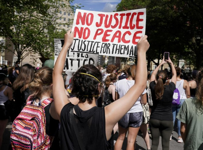 Demonstrators gather near the White House as protests against the death in Minneapolis police custody of George Floyd, continue in Washington, U.S., June 5, 2020. REUTERS/Joshua Roberts?