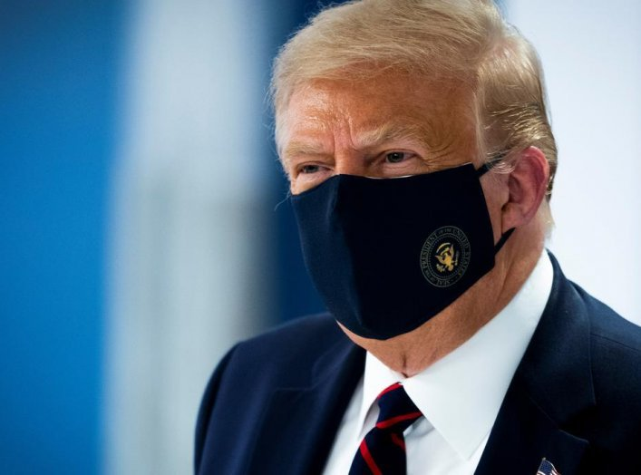 U.S. President Donald Trump wears a protective face mask as he watches as a patient donate plasma at the American Red Cross National Headquarters in Washington, U.S., July 30, 2020. REUTERS/Doug Mills/Pool
