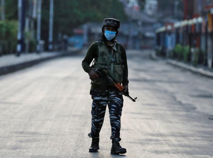 An Indian Central Reserve Police Force (CRPF) officer patrols on an empty street during a lockdown on the first anniversary of the revocation of Kashmir's autonomy, in Srinagar August 5, 2020. REUTERS/Danish Ismail/