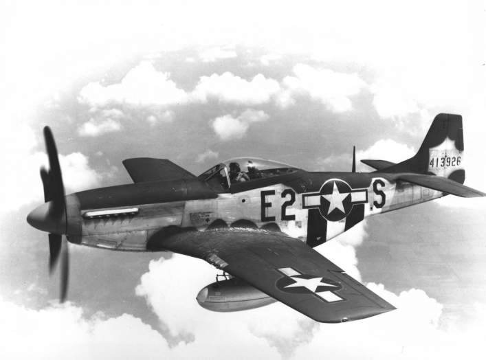 https://en.wikipedia.org/wiki/North_American_P-51_Mustang#/media/File:375th_Fighter_Squadron_North_American_P-51D-5-NA_Mustang_44-13926.jpg