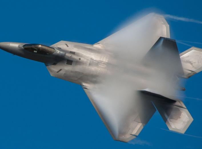 By Frank Kovalchek from Anchorage, Alaska, USA - Cool shot of an F-22 Raptor with vapor burnoffUploaded by High Contrast, CC BY 2.0, https://commons.wikimedia.org/w/index.php?curid=24575084