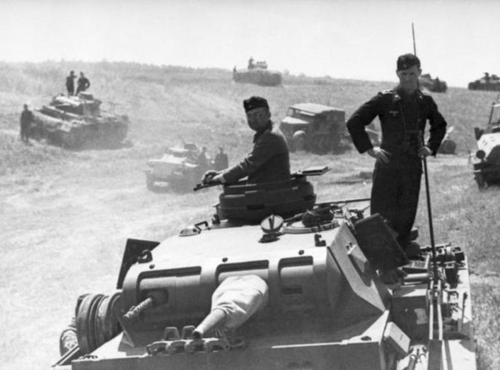 https://en.wikipedia.org/wiki/Battle_of_Brody_(1941)#/media/File:Bundesarchiv_Bild_101I-185-0139-20,_Polen,_Russland,_Panzer_in_Bereitstellung.jpg