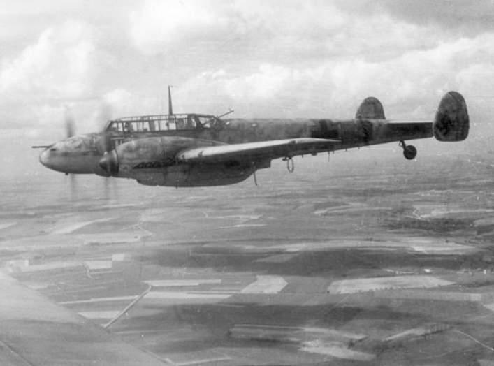 https://en.wikipedia.org/wiki/Messerschmitt_Bf_110#/media/File:Bundesarchiv_Bild_101I-377-2801-013,_Flugzeug_Messerschmitt_Me_110.jpg