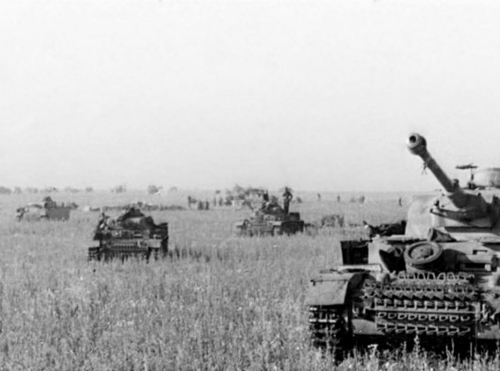 Panzer IIIs and IVs on the southern side of the Kursk salient at the start of Operation Citadel. Summer 1943. German Federal Archives.
