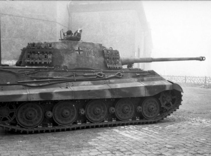 By Bundesarchiv, Bild 101I-680-8282A-06 / Faupel / CC-BY-SA 3.0, CC BY-SA 3.0 de, https://commons.wikimedia.org/w/index.php?curid=5413299