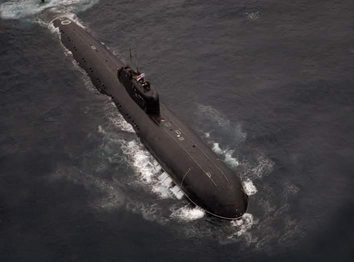 https://en.wikipedia.org/wiki/Charlie-class_submarine#/media/File:DN-SC-89-03179_INS_Chakra_submarine.jpg
