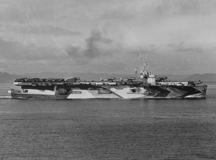 By photographed from USS Makin Island (CVE-93) - U.S. Navy photo NH 99106, Public Domain, https://commons.wikimedia.org/w/index.php?curid=1287552