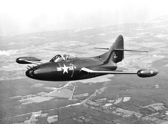https://en.wikipedia.org/wiki/Grumman_F9F_Panther#/media/File:F9F-3_Panther_with_Emerson_turret_in_flight_in_early_1950s.jpg
