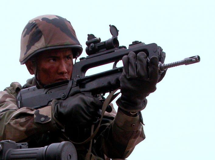 https://en.wikipedia.org/wiki/FAMAS#/media/File:FAMAS_Infanterie_2REI.jpg