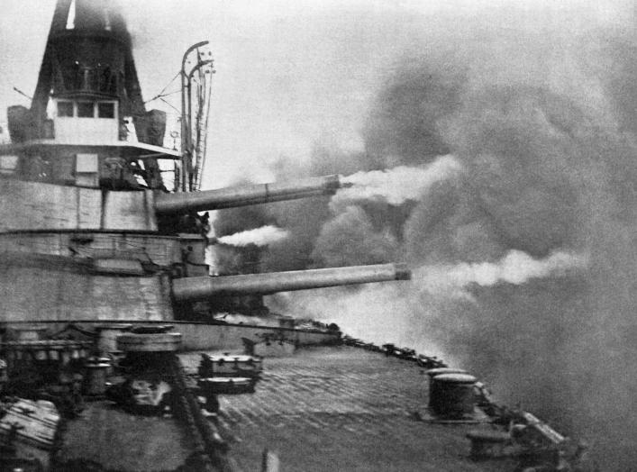https://upload.wikimedia.org/wikipedia/commons/2/24/Brazilian_battleship_Minas_Geraes_firing_a_broadside.jpg