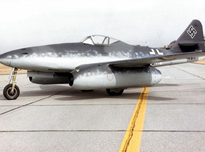 https://en.wikipedia.org/wiki/Messerschmitt_Me_262#/media/File:Messerschmitt_Me_262A_at_the_National_Museum_of_the_USAF.jpg