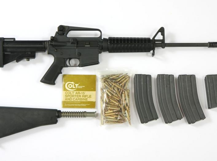 https://upload.wikimedia.org/wikipedia/commons/7/78/Colt_AR-15_Sporter_Lightweight_rifle_-_set_%288378298853%29.jpg
