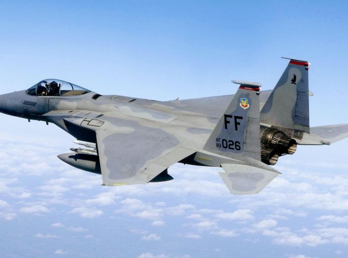 https://upload.wikimedia.org/wikipedia/commons/e/e6/F-15%2C_71st_Fighter_Squadron%2C_in_flight.JPG