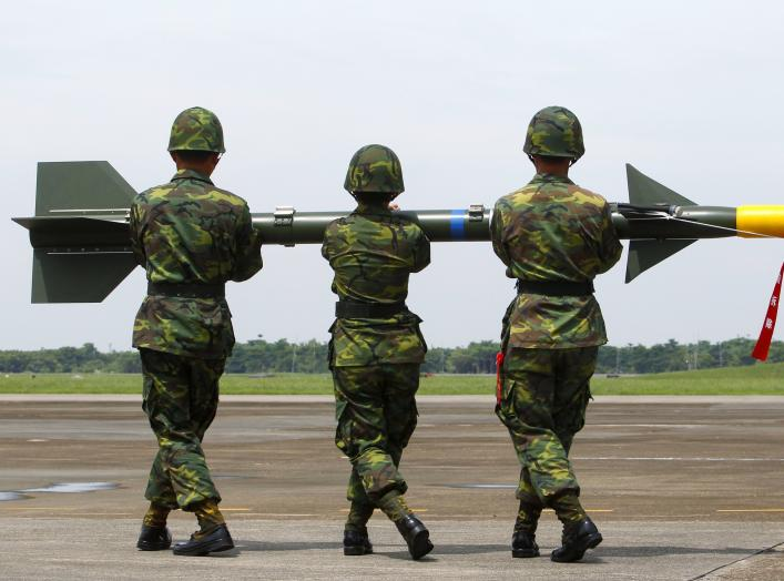 "DATE IMPORTED:August 24, 2010Soldiers carry a surface-to-air missile named ""Tien-Chien"", or ""Sky Sword"" in Mandarin, onto a launcher during a military exercise at an air force base in Chiayi, southern Taiwan, August 24, 2010."