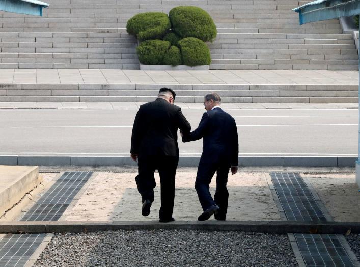South Korean President Moon Jae-in and North Korean leader Kim Jong Un meet in the truce village of Panmunjom inside the demilitarized zone separating the two Koreas, South Korea, April 27, 2018. Korea Summit Press Pool/Pool via Reuter