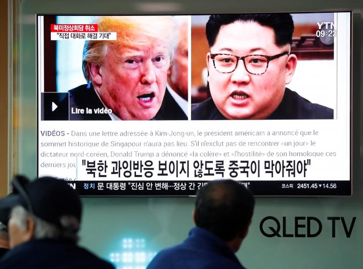 People watch a TV broadcasting a news report on a cancelled summit between the U.S. and North Korea, in Seoul, South Korea, May 25, 2018. REUTERS/Kim Hong-Ji