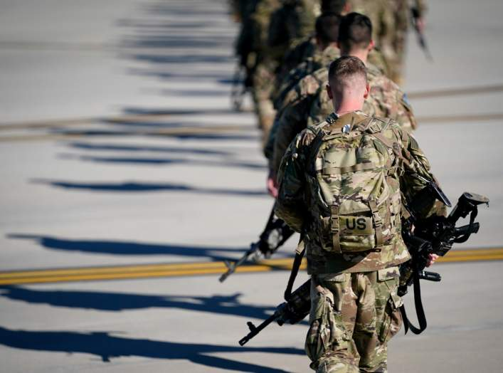U.S. Army paratroopers assigned to the 1st Brigade Combat Team, 82nd Airborne Division, walk toward an awaiting aircraft prior to departing for the Middle East from Fort Bragg, North Carolina, U.S. January 5, 2020. REUTERS/Bryan Woolston/File Photo