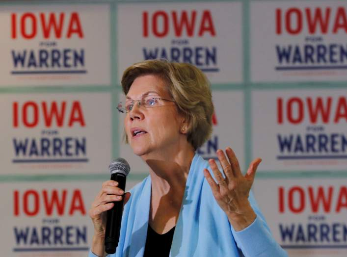 FILE PHOTO: Democratic 2020 U.S. presidential candidate and U.S. Senator Elizabeth Warren (D-MA) speaks at a campaign town hall meeting in Grimes, Iowa, U.S., January 20, 2020. REUTERS/Brian Snyder/File Photo
