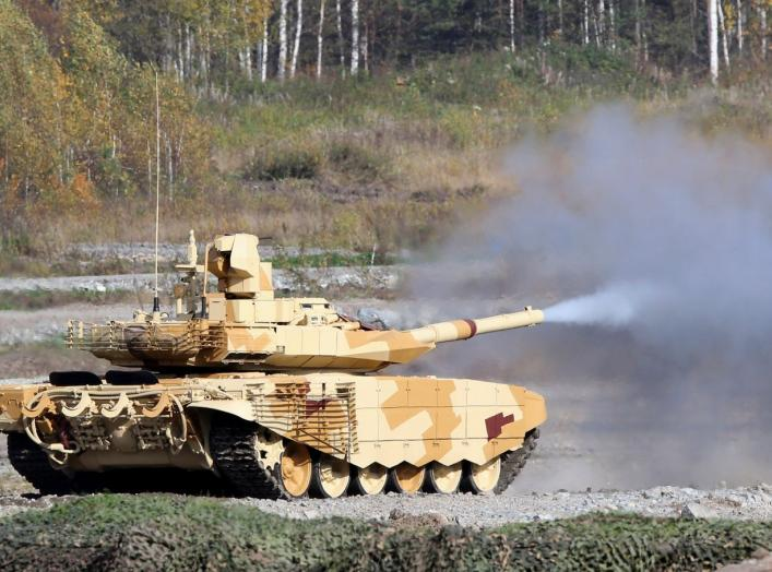 """A Russian T-90 tank fires during the """"Russia Arms Expo 2013"""" 9th international exhibition of arms, military equipment and ammunition, in the Urals city of Nizhny Tagil, September 25, 2013. REUTERS/Sergei Karpukhin (RUSSIA - Tags: MILITARY)"""