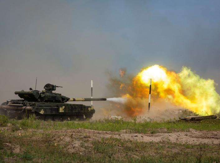 A Ukrainian T-62 tank fires during a military tactical exercise at a shooting range in Kharkiv region, Ukraine, August 23, 2016. Mikhail Palinchak/Ukrainian Presidential Press Service/Pool via REUTERS ATTENTION EDITORS - THIS IMAGE WAS PROVIDED BY A THIRD