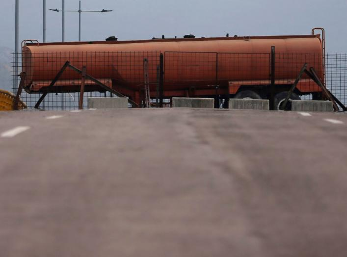 Fuel tank blocks the vehicular passage on Tienditas cross-border bridge between Colombia and Venezuela, in Cucuta, Colombia, February 6, 2019. REUTERS/Luisa Gonzalez