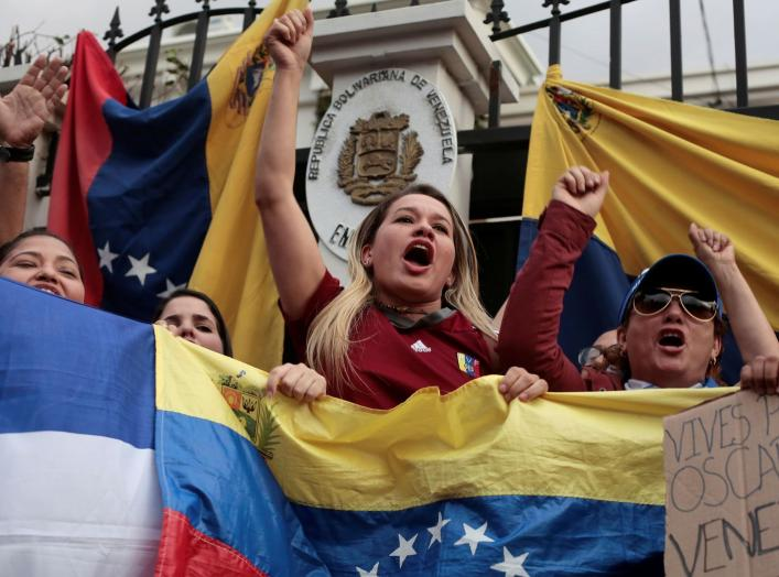 Venezuelans living in Costa Rica protest against Venezuelan President Nicolas Maduro's government in front of the embassy of Venezuela in San Jose, April 30, 2019. REUTERS/Juan Carlos Ulate