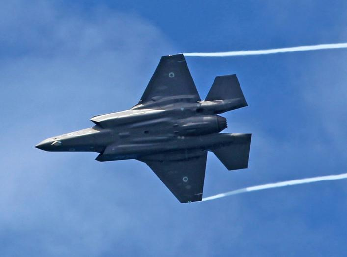 https://upload.wikimedia.org/wikipedia/commons/9/9d/F-35I_-_Air_Force_Fly_By_on_Tel_Aviv_Beach_2019_IMG_3745.JPG